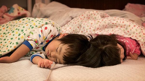 お昼寝中の子供たち